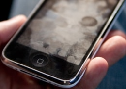 Como-limpar-tela-de-celular-Assistência-Técncia-de-celular