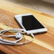 Como consertar fone de ouvido com mal contato - Akiratek