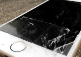 iPhone com tela quebrada tem conserto - Akira